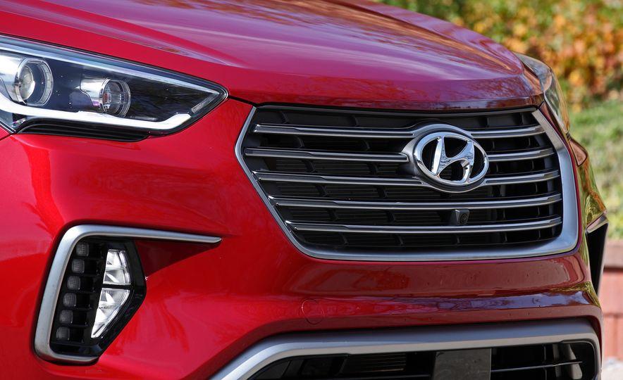 2018 Hyundai Santa Fe Limited Ultimate AWD - Slide 29