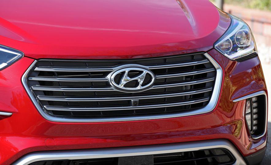 2018 Hyundai Santa Fe Limited Ultimate AWD - Slide 30