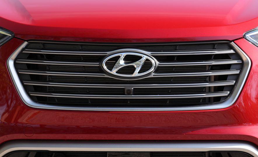 2018 Hyundai Santa Fe Limited Ultimate AWD - Slide 32