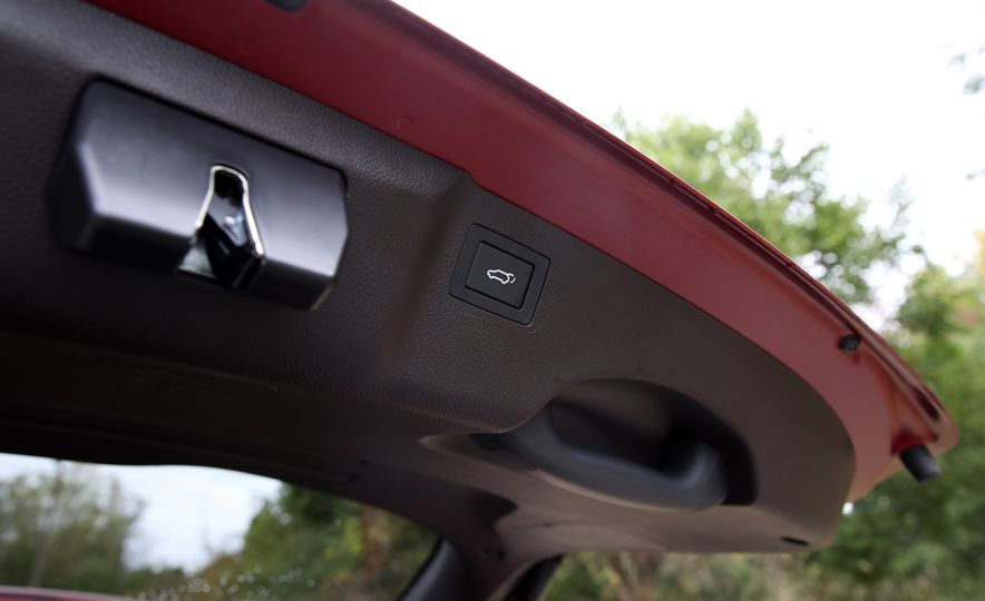 2018 Hyundai Santa Fe Limited Ultimate AWD - Slide 86
