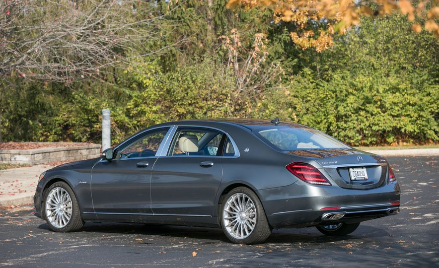 2018 Mercedes-Maybach S560 4Matic - Slide 17
