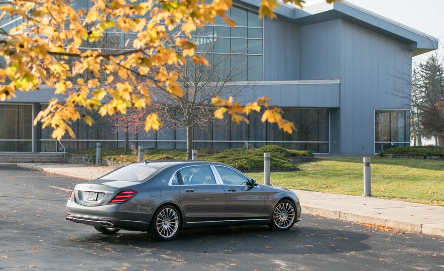 2018 Mercedes-Maybach S560 4Matic - Slide 19