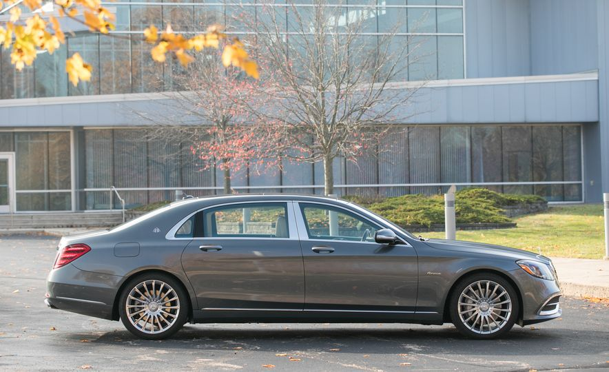 2018 Mercedes-Maybach S560 4Matic - Slide 22