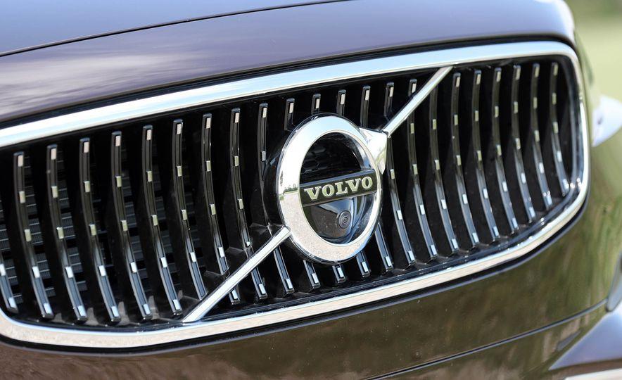 2018 Volvo V90 Cross Country - Slide 23