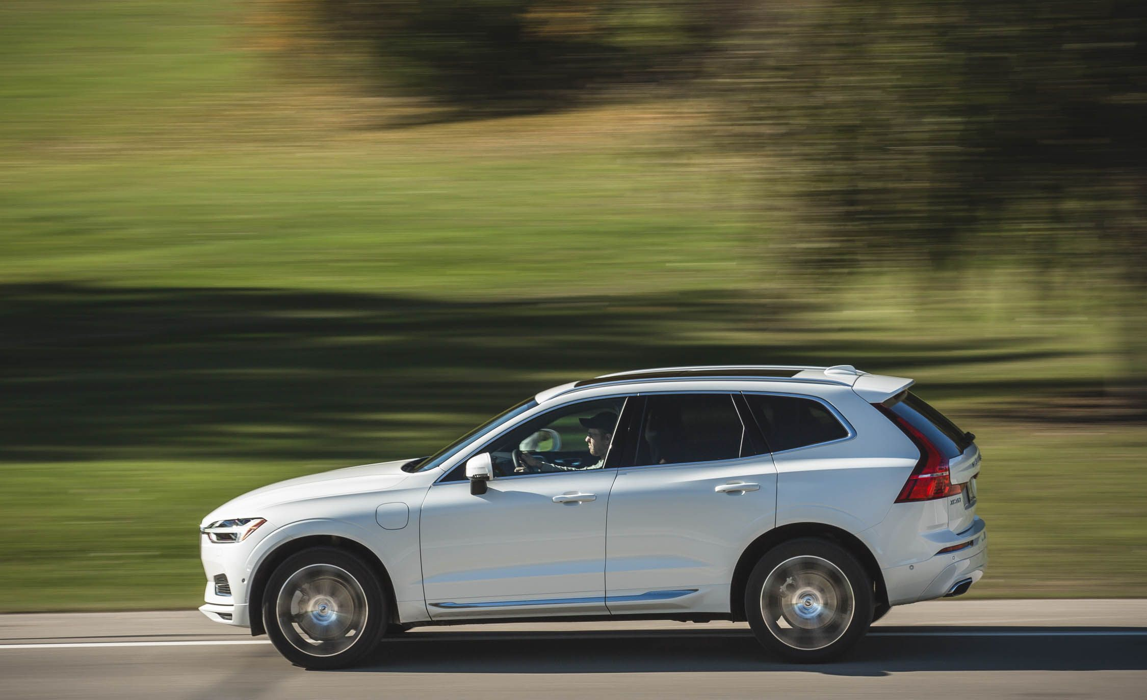 Volvo XC60 Reviews | Volvo XC60 Price, Photos, and Specs | Car and