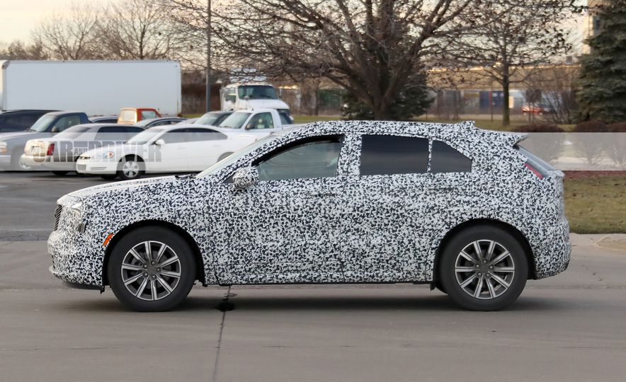 2019 Cadillac XT4 (spy photo) - Slide 10