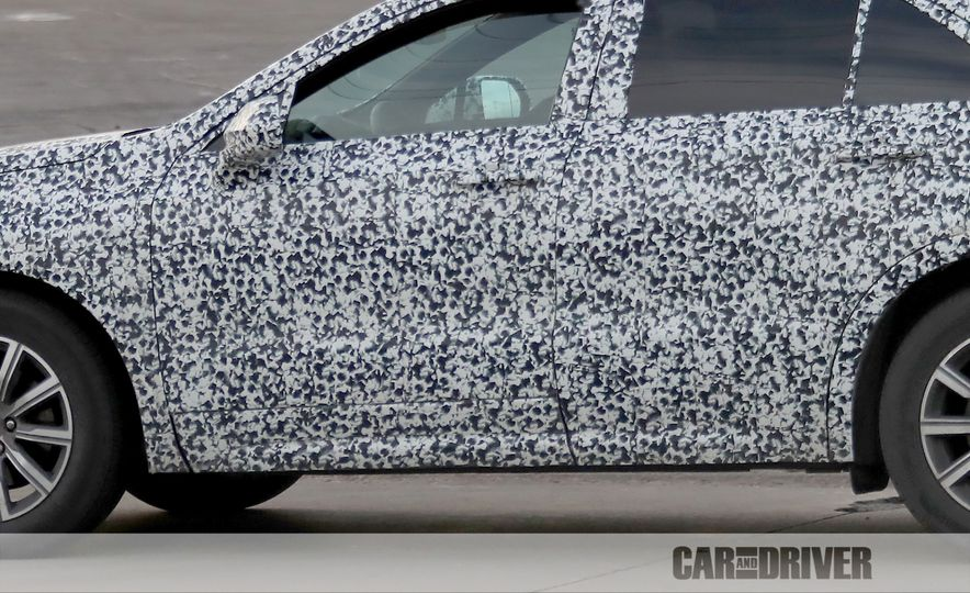 2019 Cadillac XT4 (spy photo) - Slide 17