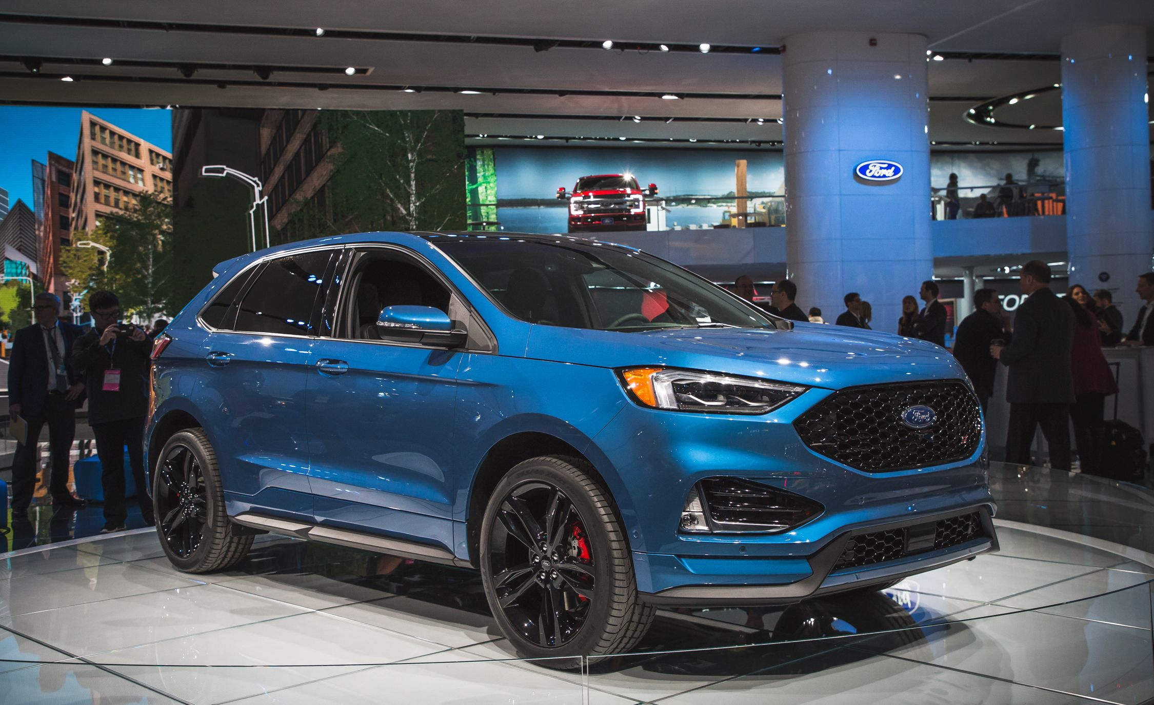 2019 Ford Edge Pictures Photo Gallery Car And Driver