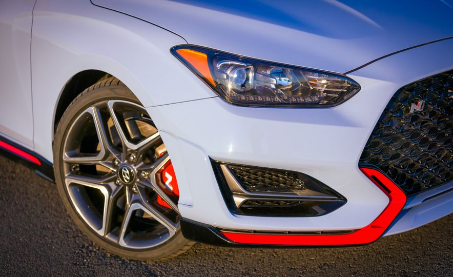 2019-hyundai-veloster-n-Placement - Slide 9