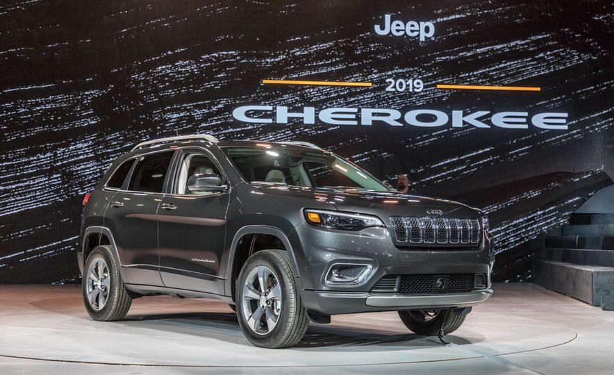 2019 Jeep Cherokee Trailhawk and Jeep Cherokee Limited - Slide 71