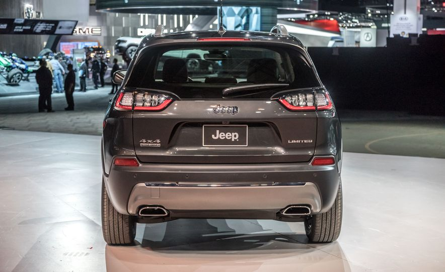 2019 Jeep Cherokee Trailhawk and Jeep Cherokee Limited - Slide 73