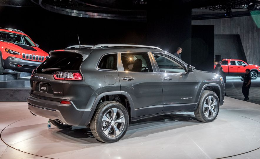 2019 Jeep Cherokee Trailhawk and Jeep Cherokee Limited - Slide 74