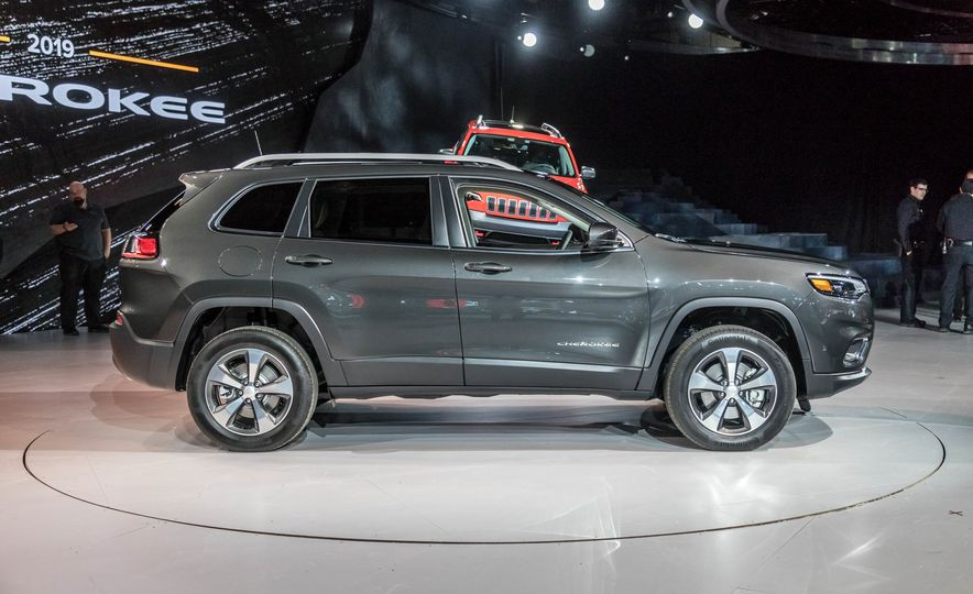 2019 Jeep Cherokee Trailhawk and Jeep Cherokee Limited - Slide 75