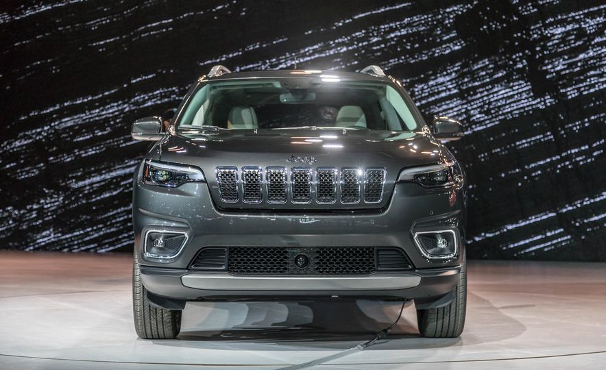 2019 Jeep Cherokee Trailhawk and Jeep Cherokee Limited - Slide 76