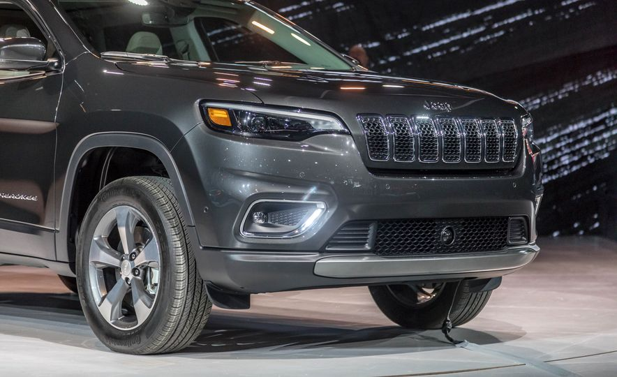 2019 Jeep Cherokee Trailhawk and Jeep Cherokee Limited - Slide 77