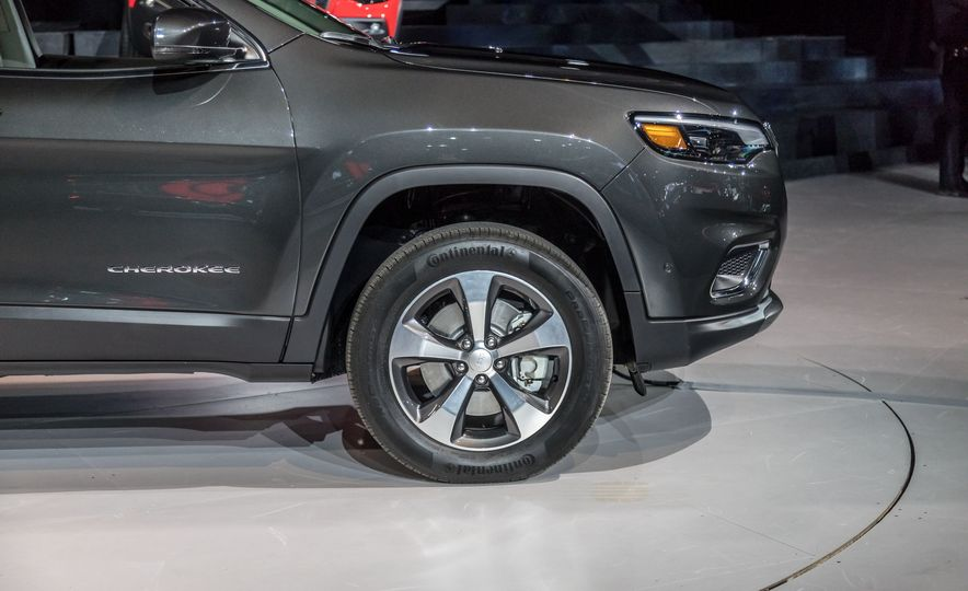 2019 Jeep Cherokee Trailhawk and Jeep Cherokee Limited - Slide 79