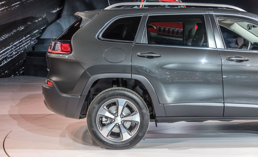 2019 Jeep Cherokee Trailhawk and Jeep Cherokee Limited - Slide 81