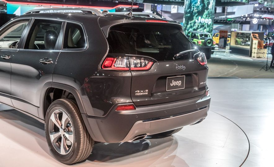 2019 Jeep Cherokee Trailhawk and Jeep Cherokee Limited - Slide 83