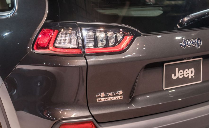 2019 Jeep Cherokee Trailhawk and Jeep Cherokee Limited - Slide 84