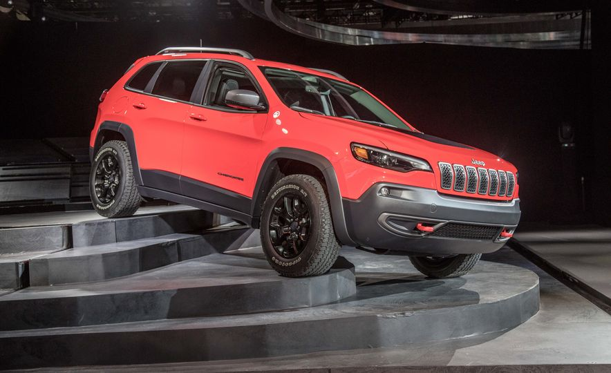 2019 Jeep Cherokee Trailhawk and Jeep Cherokee Limited - Slide 85