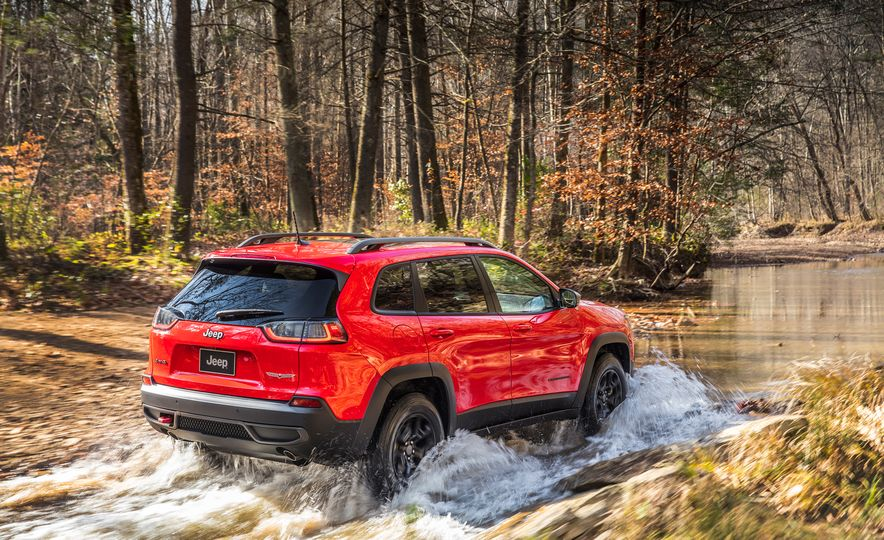 2019 Jeep Cherokee Trailhawk and Jeep Cherokee Limited - Slide 16