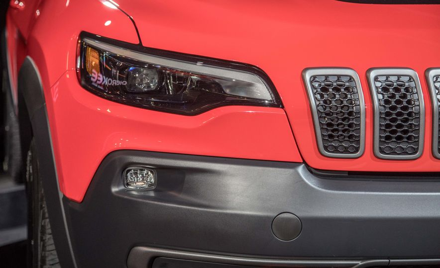 2019 Jeep Cherokee Trailhawk and Jeep Cherokee Limited - Slide 87