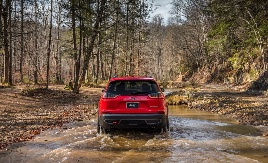 2019 Jeep Cherokee Trailhawk and Jeep Cherokee Limited - Slide 17