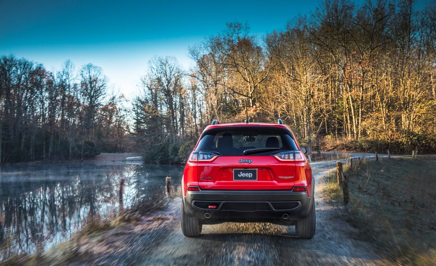 2019 Jeep Cherokee Trailhawk and Jeep Cherokee Limited - Slide 20
