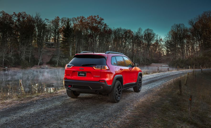 2019 Jeep Cherokee Trailhawk and Jeep Cherokee Limited - Slide 22