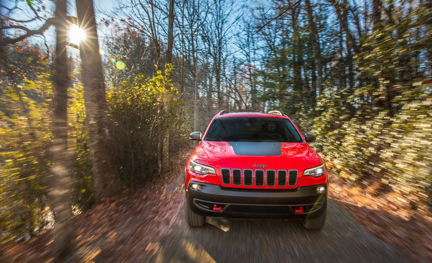 2019 Jeep Cherokee Trailhawk and Jeep Cherokee Limited - Slide 24