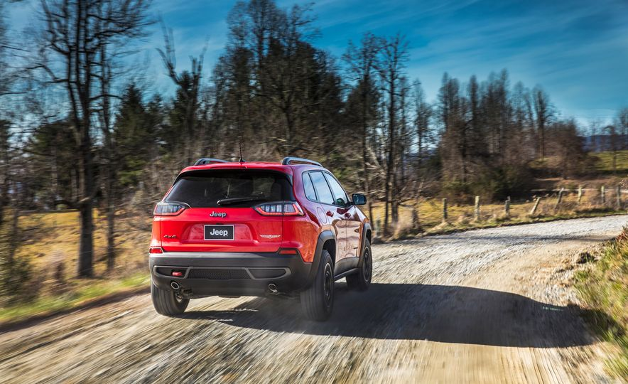 2019 Jeep Cherokee Trailhawk and Jeep Cherokee Limited - Slide 26