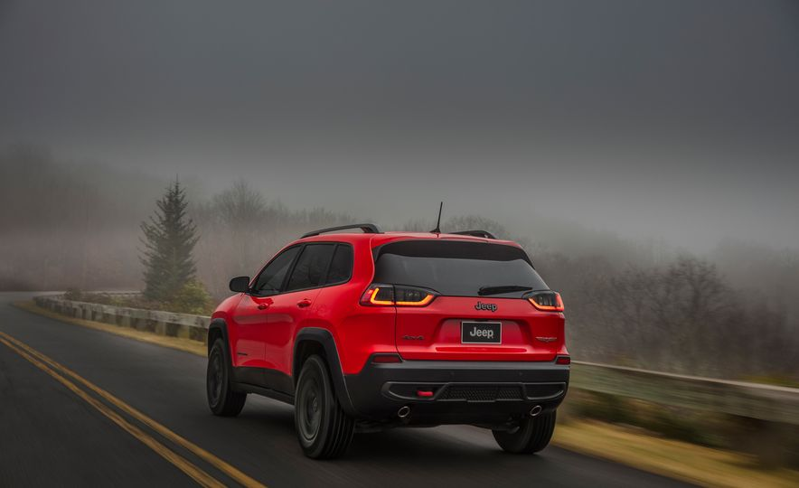 2019 Jeep Cherokee Trailhawk and Jeep Cherokee Limited - Slide 28