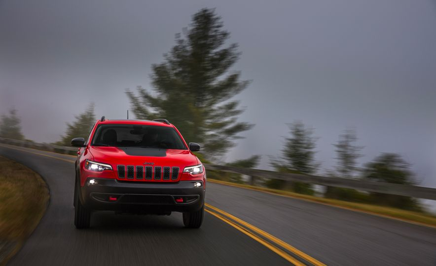 2019 Jeep Cherokee Trailhawk and Jeep Cherokee Limited - Slide 29