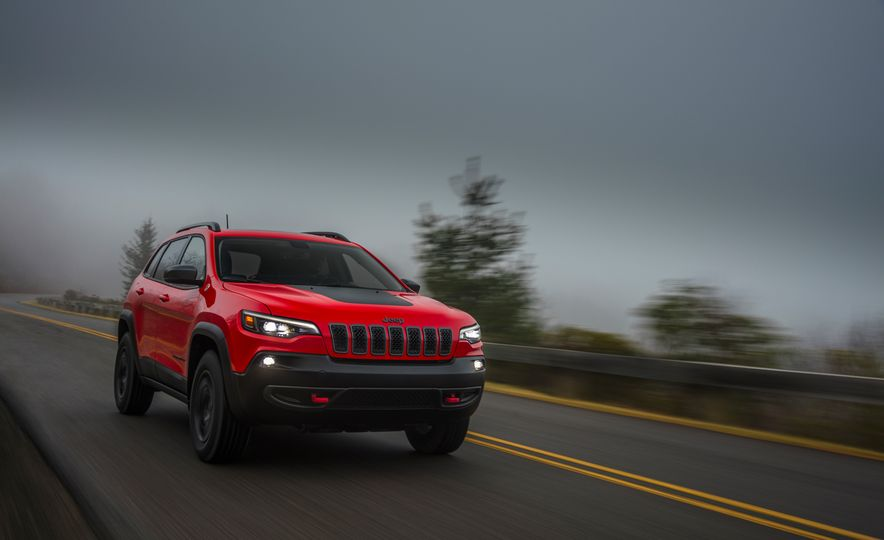 2019 Jeep Cherokee Trailhawk and Jeep Cherokee Limited - Slide 30