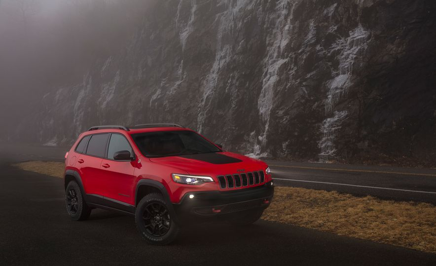 2019 Jeep Cherokee Trailhawk and Jeep Cherokee Limited - Slide 31