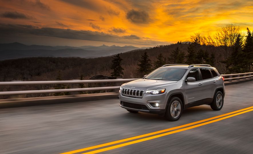 2019 Jeep Cherokee Trailhawk and Jeep Cherokee Limited - Slide 39