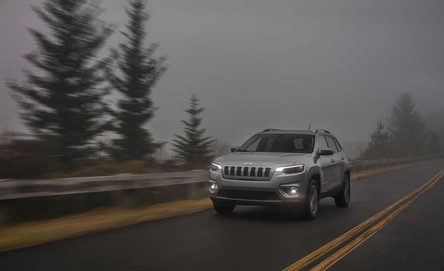 2019 Jeep Cherokee Trailhawk and Jeep Cherokee Limited - Slide 40