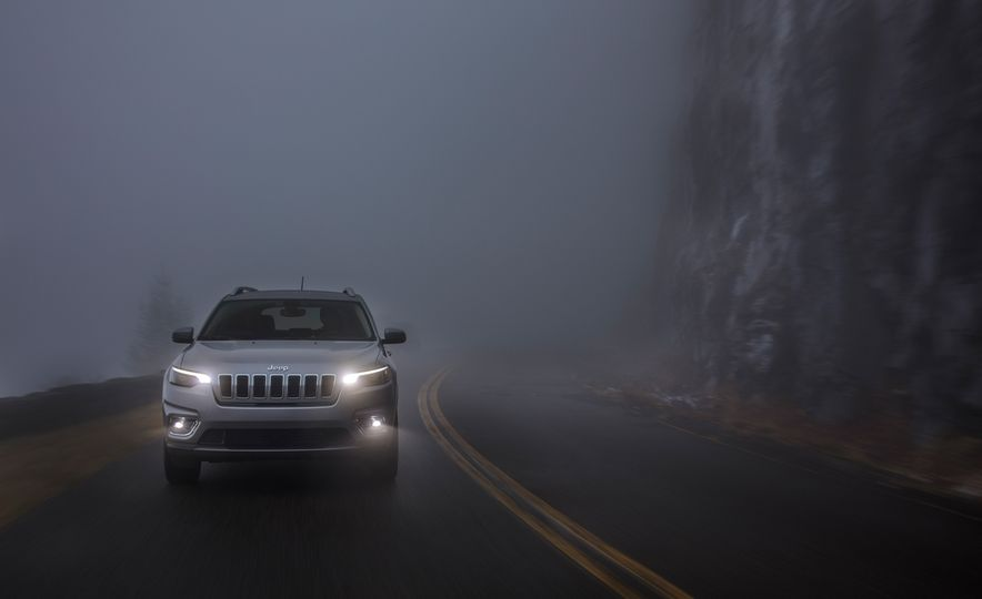 2019 Jeep Cherokee Trailhawk and Jeep Cherokee Limited - Slide 41