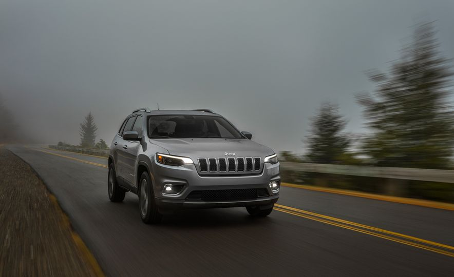 2019 Jeep Cherokee Trailhawk and Jeep Cherokee Limited - Slide 43