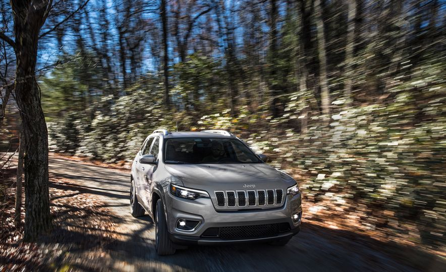 2019 Jeep Cherokee Trailhawk and Jeep Cherokee Limited - Slide 44