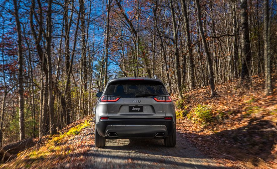2019 Jeep Cherokee Trailhawk and Jeep Cherokee Limited - Slide 46