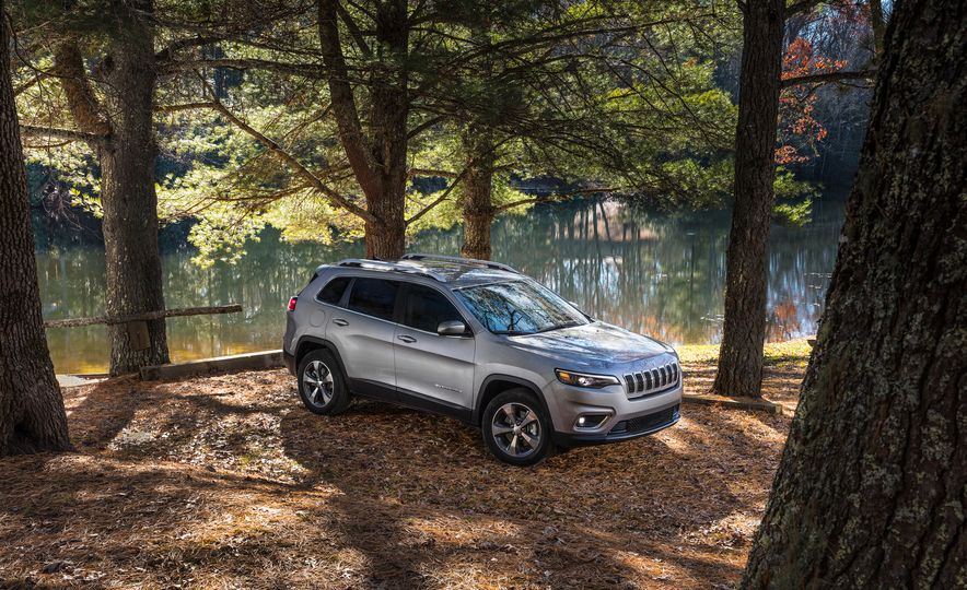 2019 Jeep Cherokee Trailhawk and Jeep Cherokee Limited - Slide 47