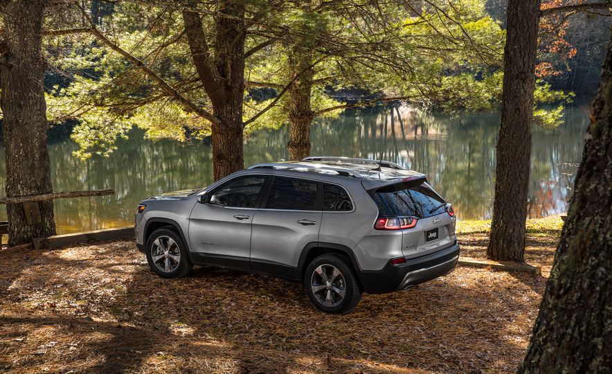 2019 Jeep Cherokee Trailhawk and Jeep Cherokee Limited - Slide 48