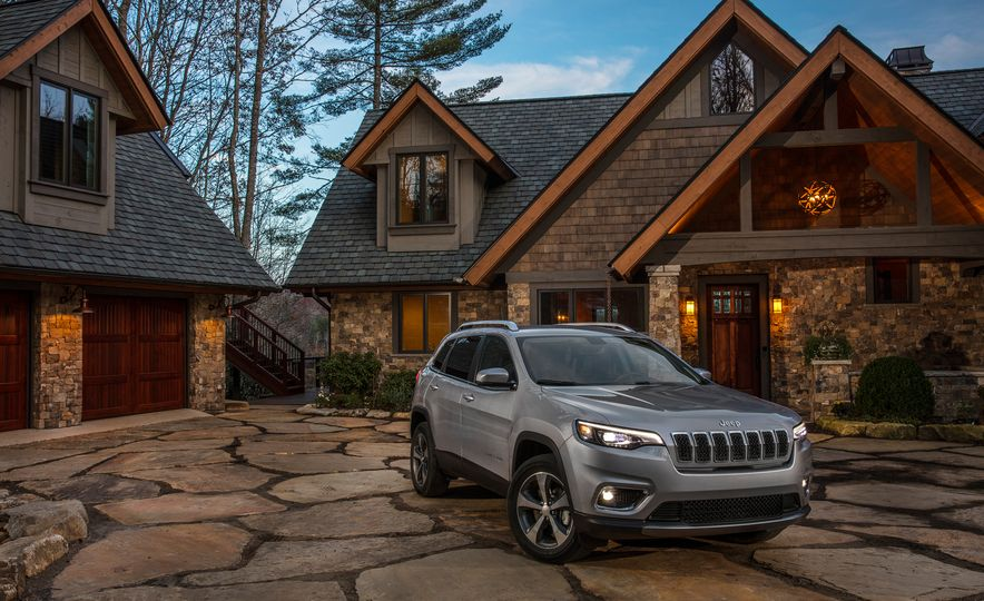 2019 Jeep Cherokee Trailhawk and Jeep Cherokee Limited - Slide 49