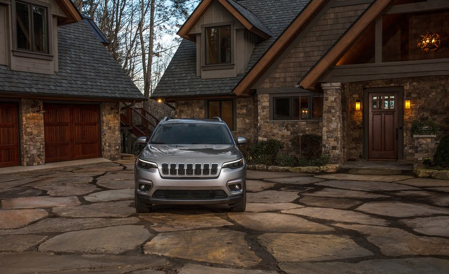 2019 Jeep Cherokee Trailhawk and Jeep Cherokee Limited - Slide 50