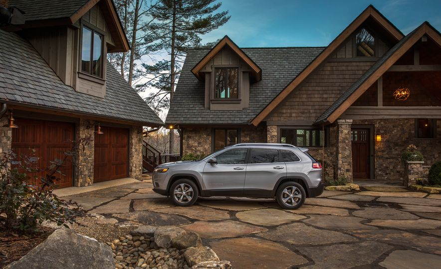 2019 Jeep Cherokee Trailhawk and Jeep Cherokee Limited - Slide 51