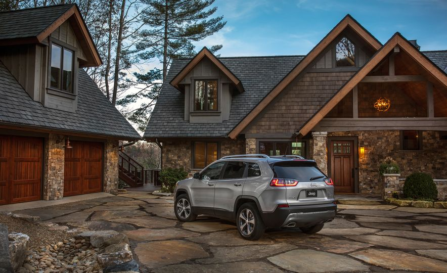 2019 Jeep Cherokee Trailhawk and Jeep Cherokee Limited - Slide 52