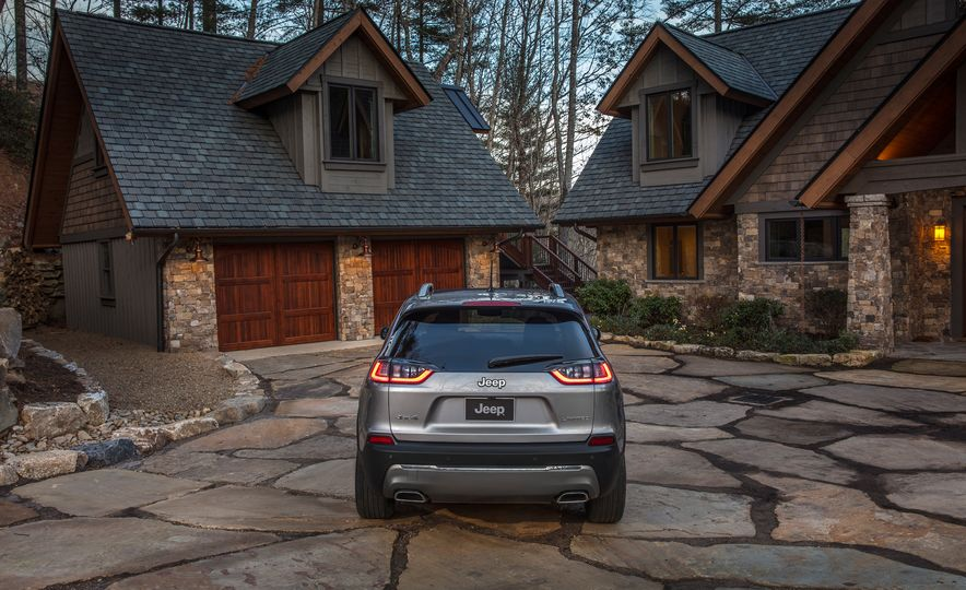 2019 Jeep Cherokee Trailhawk and Jeep Cherokee Limited - Slide 53