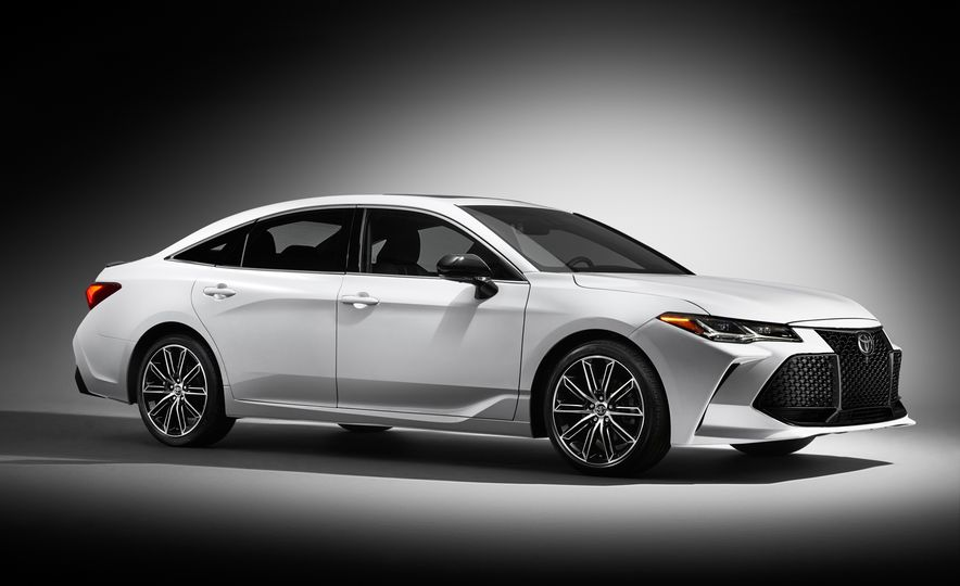 2019 Toyota Avalon - Slide 2