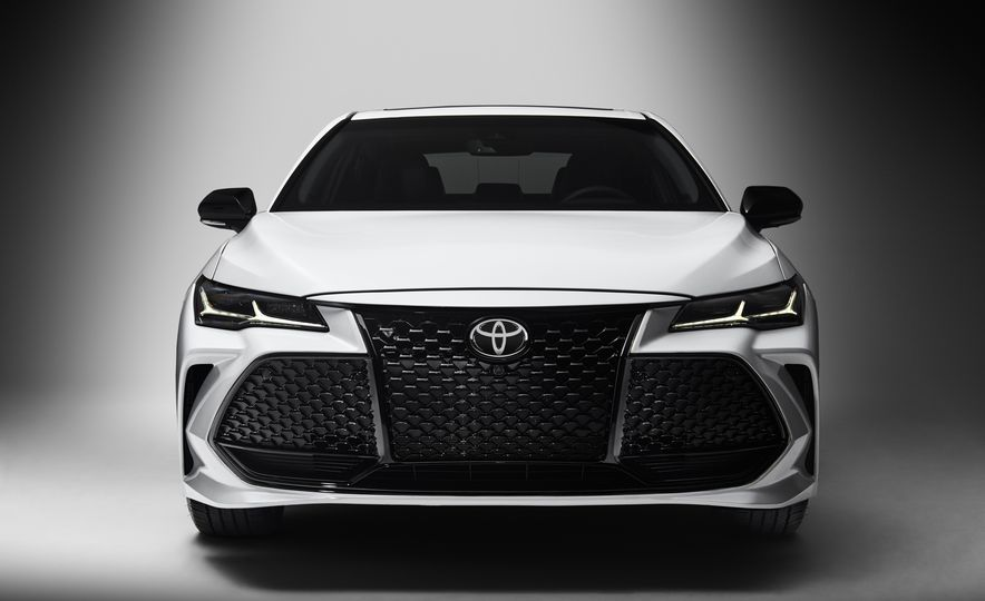 2019 Toyota Avalon - Slide 3